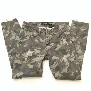 Camouflage distressed jeans size 7